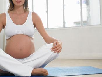 http://olive-banane-et-pasteque.com/wp-content/uploads/2012/04/Yoga_femme_enceinte1.jpg