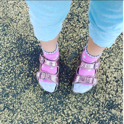 OMG? les chaussettes dans les sandales !